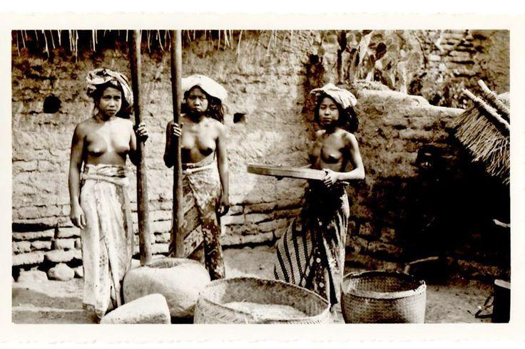 Women pounding rice, 1930's, Bali