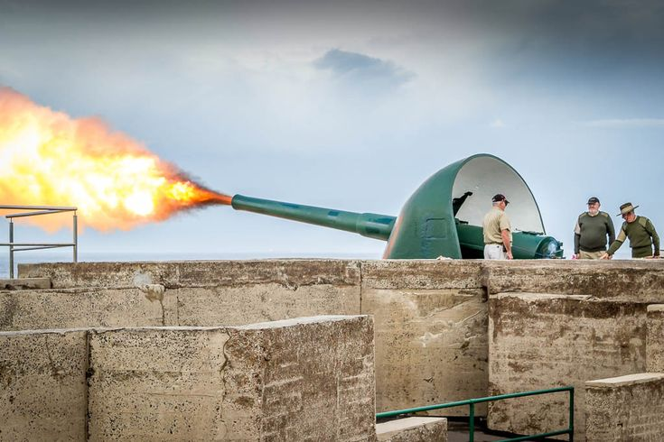 Firing the guns of Fort Scratchley on Anzac Day 2014