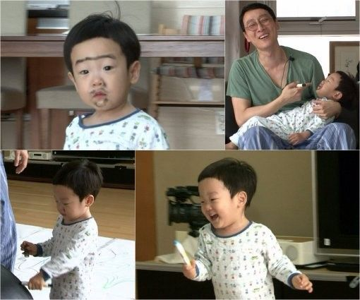 """Lee Seo Joon showed off his drawing skills in the most adorable way possible in """"Superman Returns."""" On the episode to be aired on December 21, Seo Joon will bring smiles to the audience with a show of his mischievous side. In the preview, Lee Hwi Jae gives both Seo Eon and Seo Joon crayons to decora..."""