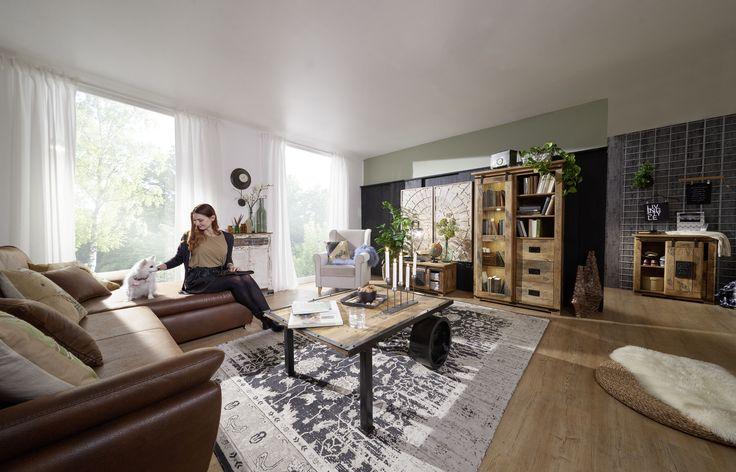 #Möbelstücke im Kolonialstil mit Eisenbahnoptik. Dank der Eisenbeschlägen und sonnengetrocknetem Mangoholz strahlen sie einen rustikalen Flair aus. Das vollmassive Holz ist gänzlich naturbelassen. #möbel#wohnzimmer#holz #echtholz#massivholz#wood #wooddesign #woodwork #homeinterior #interiordesign #decor #einrichtung #furniture #storage #livingroom #ideas #vitrine #glasscabinett #couchtische #livingroomtable #rustikal #rustic #mango #eisenbahnoptik #kolonialstil #colonialstyle #eisen…