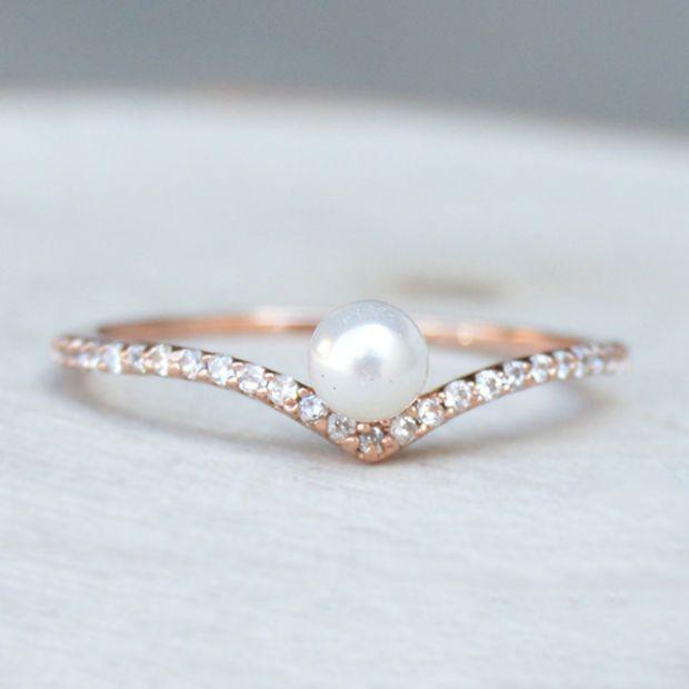 V Pearl Ring - Rose Gold