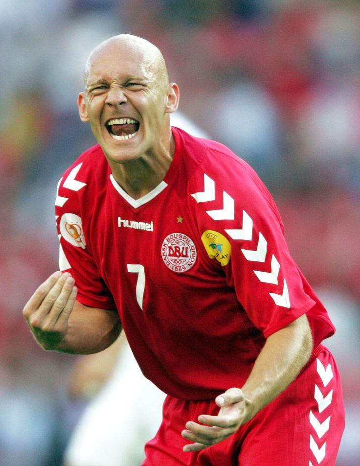 Sådan så Thomas Gravesen ud, da han spillede på det danske landshold i samme trøje, som han havde på til fodbold i vejle onsdag aften.