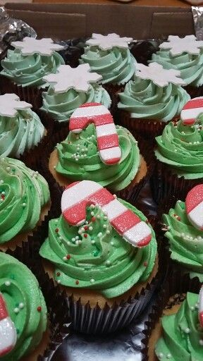 Candy cane Christmas cupcakes