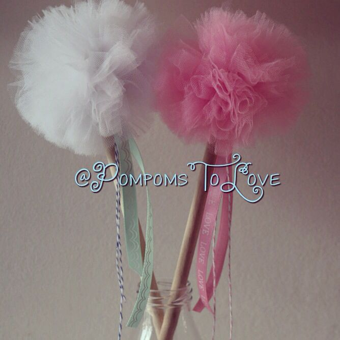 What princess wouldn't want these pompom wands...