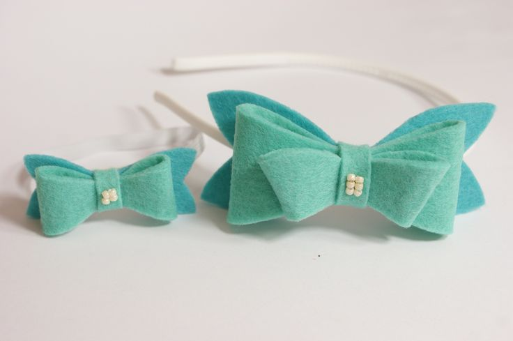 Handmade. Hair band with mint felt bow. Girls and dolls accessories.