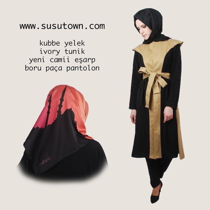 Şüşütown Kubbe Yelek, Yeni Camii Eşarp, Ivory Tunik, Siyah Pantolon Waist, Tunic, Scarf hijab style www.susutown.com
