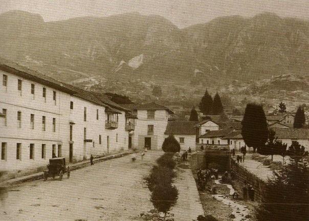 1900, Río San Agustín, hoy calle 6a. Foto de Henry Duperly