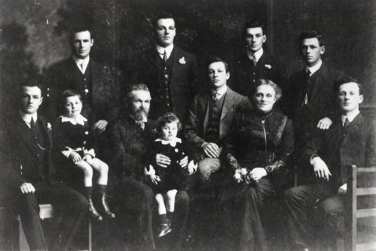 The Turner family. Maude and Edward Turner raised a family of 9 boys many of whom became leaders and business men in Auckland.