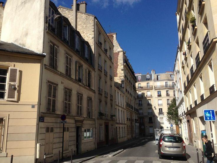 Катакомбы Парижа:  Выход тоже в обычном районе, где живут парижане.Как будто и не были под землей.