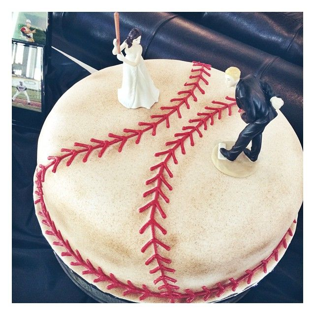 Baseball groom's cake by 2tarts Bakery. www.2tarts.com