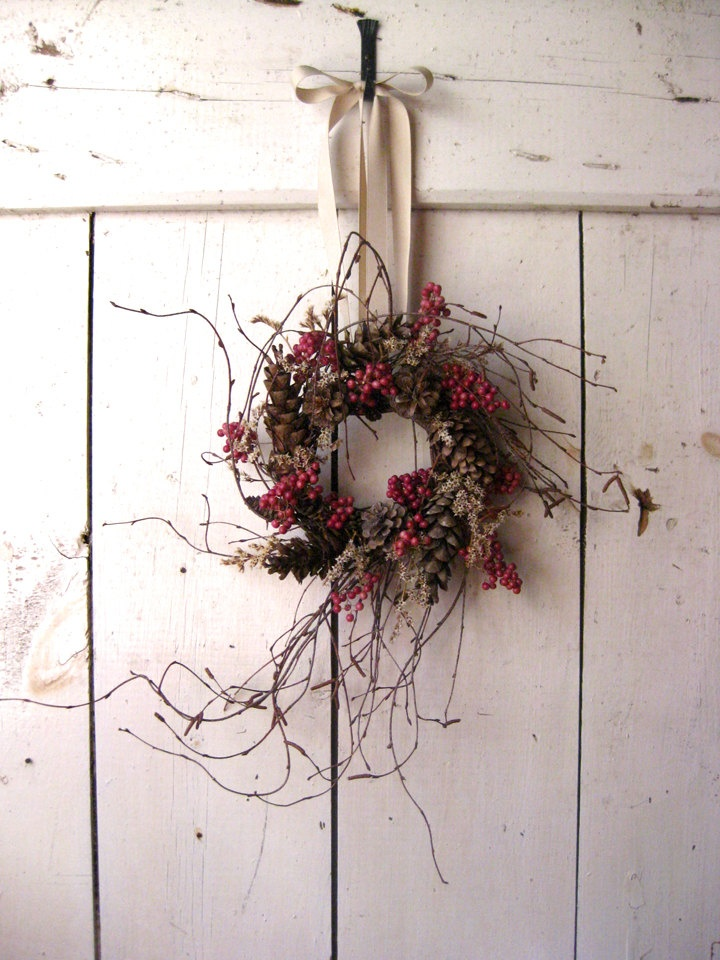 £45 - Traditional Nordic style wreath made from twigs and berries
