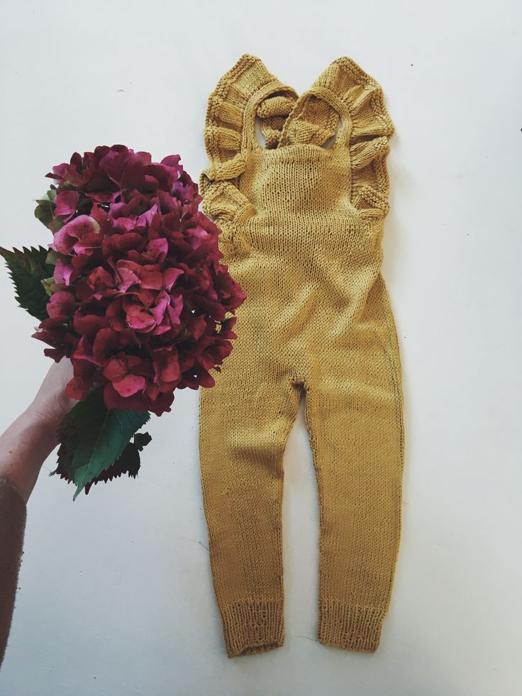 Knitted jumpsuit with ruffles