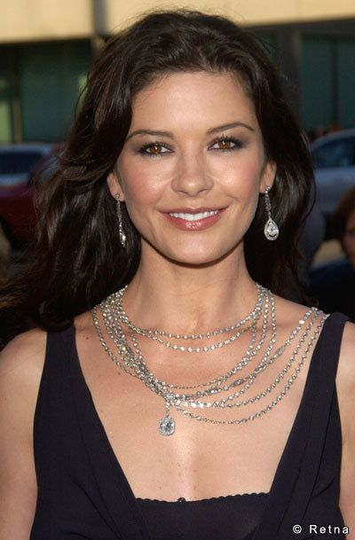 Katherine Zeta Jones is one of my favorite stars. I just love her smile. :)