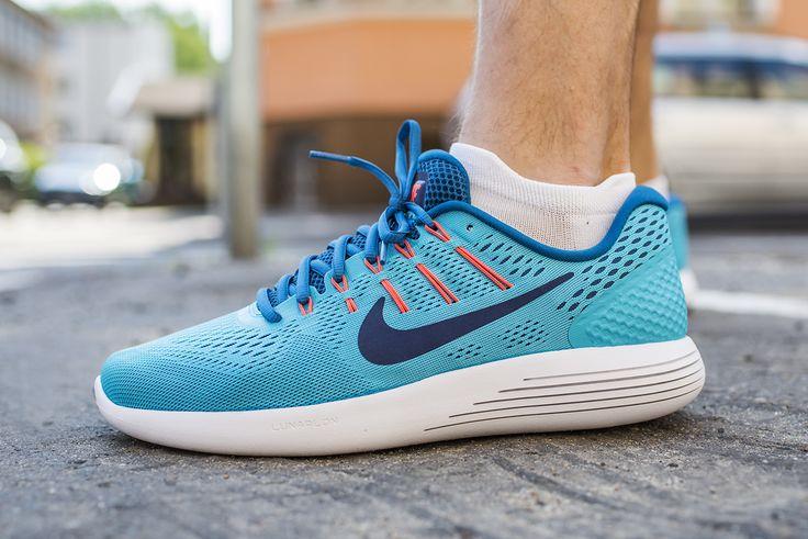 To już ósma edycja modelu #Lunarglide marki #Nike. But biegowy stworzony z myślą o długich treningach, na twardych nawierzchniach miejskich takich, jak: asfalt, kostka brukowa. Rekomendowany biegaczom którzy lądują na pięcie.