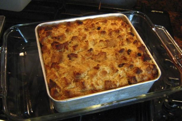 Bailey's Irish Bread Pudding. oooomg I dreamed it and typed it in Google and found a recipe! (Reviewers say to cut down on Bailey's though) St Patricks Day