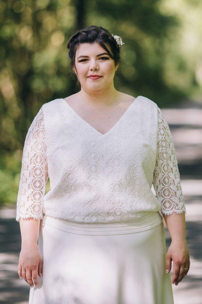 Collection capsule robe de mariée grande taille buste blousant en dentelle géométrique avec des manches longues. Modèle réalisé sur mesure par la créatrice à Lyon Curvy girl - femme ronde - mode grandes tailles - XXL