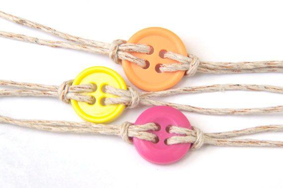 come-fare-braccialetto-bottoni-spago-riciclo-creativo (5)