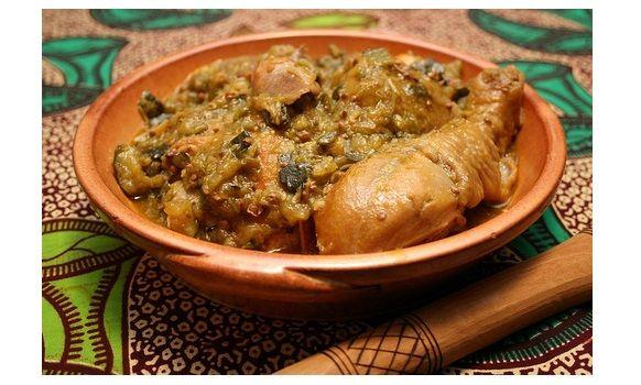 Culinária Angolana – Moamba de Galinha - http://www.receitasbrasileiraseportuguesas.com/culinaria-angolana-moamba-de-galinha/