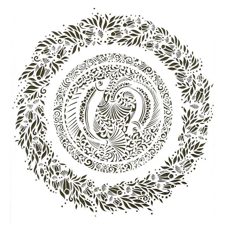 Aujourd'hui je vous présente le magnifique et minutieux travail de papercutting de Sara, chez White Paper Press
