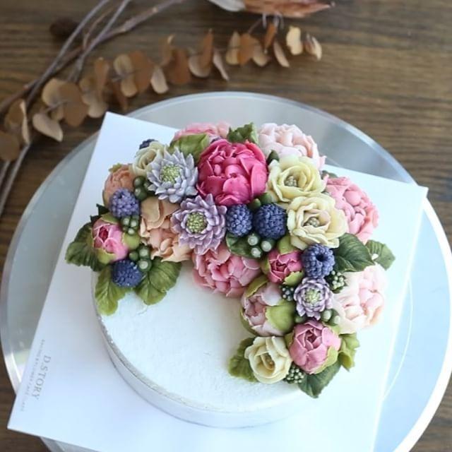 08.2016_D.story Cake #케이크 #떡케이크 #앙금플라워 #버터크림플라워케이크 #플라워케이크 #sweet #flower…