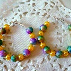 """Boucles d'oreille fantaisie : créoles perles effet """"star dust"""" et perles de verre nacrées jaunes@laboutiquedenath"""