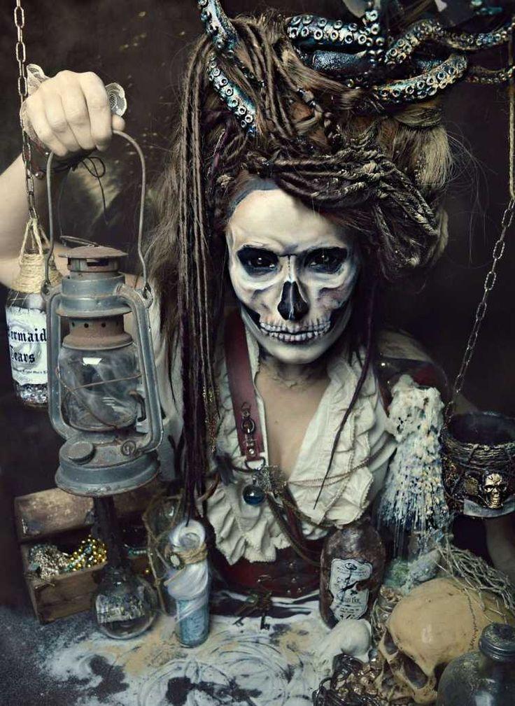 die besten 25 piratin schminke ideen auf pinterest halloween schminken piratin piraten. Black Bedroom Furniture Sets. Home Design Ideas