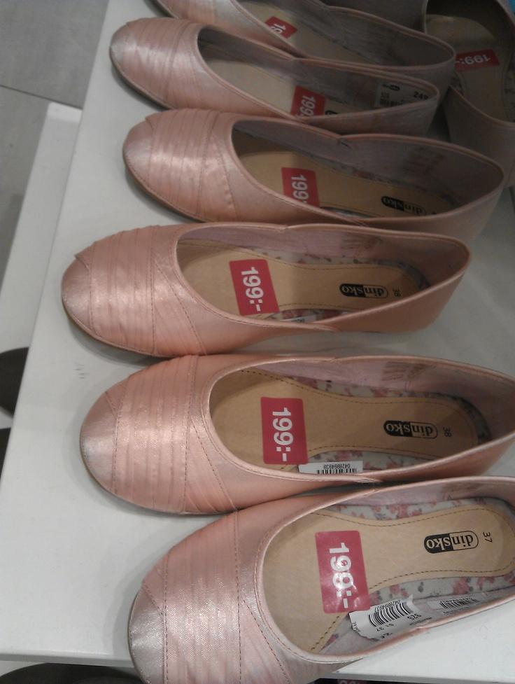 Pastelliga söta skor, rundade tår. Din Sko. 120630.