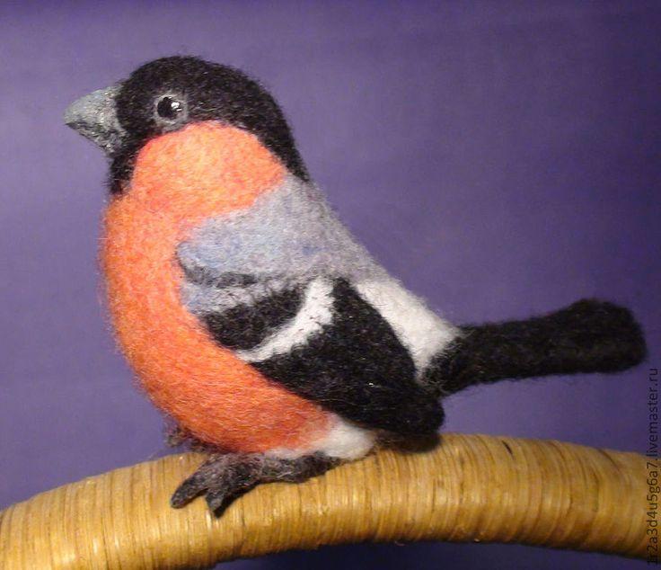 Купить или заказать Сойки, зимородок, овсянка, щегол - броши в интернет-магазине на Ярмарке Мастеров. Яркое многообразие пернатого мира - вот, где бесконечное вдохновение! Предлагаю вашему вниманию несколько необычных валяных брошей в виде птиц. Так сказать, 'первый полет' Все интересующие вас вопросы вы можете мне задать, нажав на кнопку 'Сообщение мастеру'.