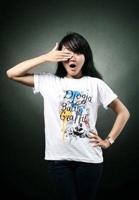 Kaos Djogja Batik bahan cotton halus dengan sablon karet, sangat nyaman dan tidak panas saat dipakai >> http://goo.gl/yZYGp1