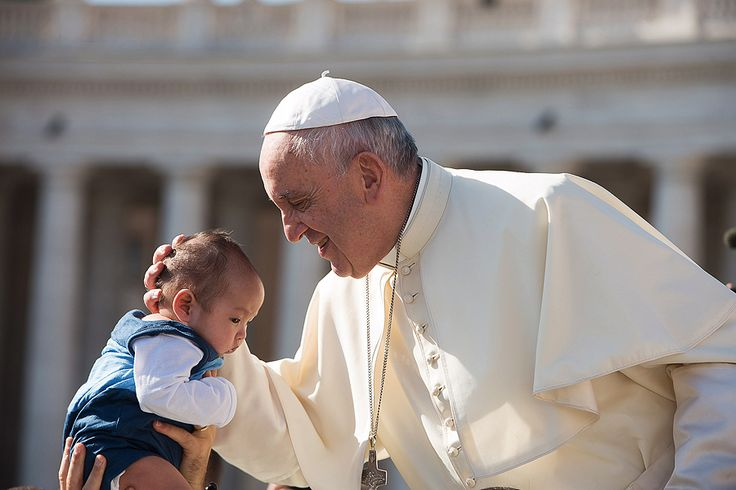 On Wednesday, Pope Francis continued his weekly catechesis on the family, saying that parents have the responsibility to teach their children to pray.