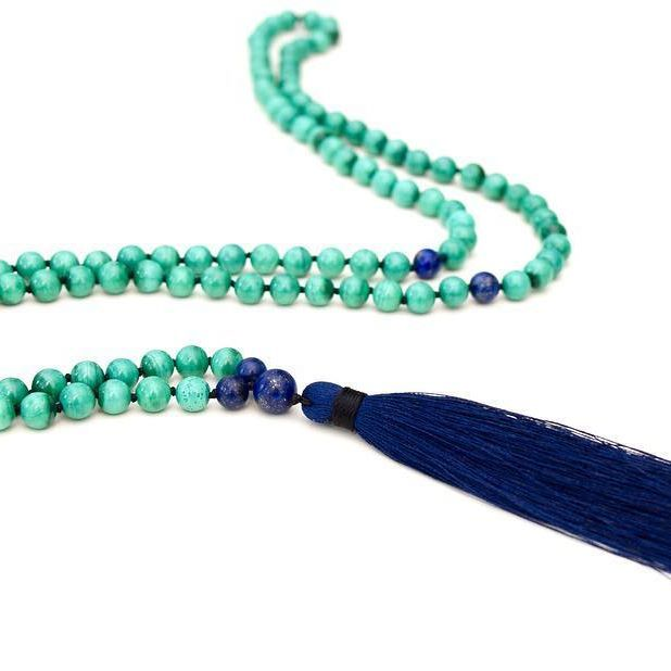 Malachite is a stone of transformation. Whether the transformation is demonstrated on this plane as balancing pure love and one's well-being, protection, or spiritual evolution, it brings positive transformation again and again.  Shop these and more following the link in bio. 📿 #mala #yoga #malas #mindbeads #meditation #mindfulness #inspiration #crystals #malachite #yogajewelry #mindfulness #zen #boho #handmade #handknotted #yogi #india #green #transformation #protection #happiness #love…