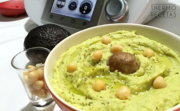 Aquí tenemos un hummus de aguacate para no olvidarnos de las legumbres en verano. A veces nos cuesta introducirlas pero con Thermomix, lo tenemos muy fácil.