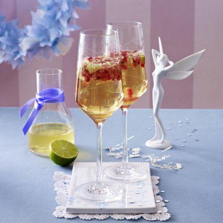 Granatapfel-Prosecco-Cocktail mit Holunderblütensirup und Limettensaft Rezept
