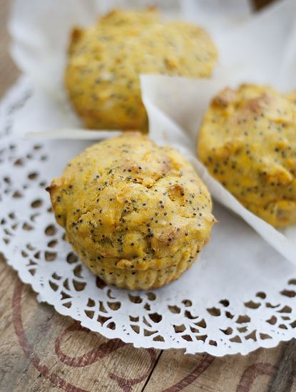 Matmuffins med morot och vallmo