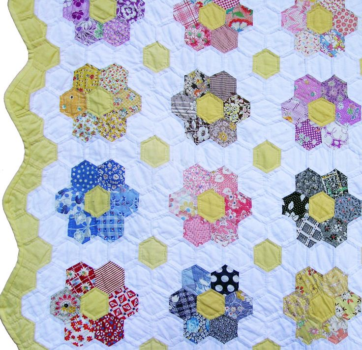 More hexie inspiration - Single flower: Quilts Patterns, Wallpapers Patterns, Hexagons Quilts, Flower Gardens, Hexi Quilts, Grandmothers Flower, Blue Flower, Beds Design, Gardens Quilts
