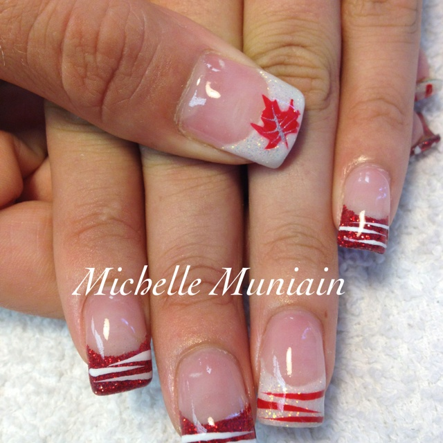 If you're feeling patriotic this Thanksgiving, ladies, why not try out some Canada nail art?