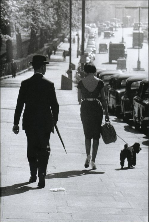 A street scene in Piccadilly, London, 1959. Photo by Frank Horvat.