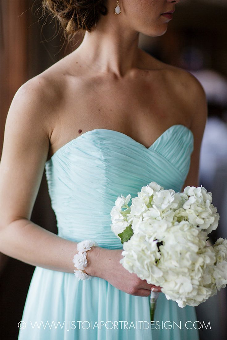 A strapless mint bridesmaid dress pairs perfectly with a simple white bouquet | J. Stoia Portrait Design