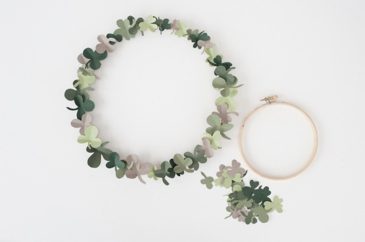 DIY simple shamrock wreath for St. Patrick's Day via ChalkboardCrafts Ideas, Diy Wreaths, St Patricks Day, Crafts Activities, Parties Ideas, Lucky Shamrock, Shamrock Wreaths, Party Ideas, Diy Shamrock