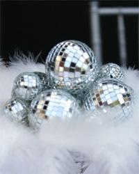 cute!!Discos Ball, Disco Ball, Arrangements Decor, Centerpieces Decor, New Years Eve Table Decor, Table Arrangements, Miniatures Discos, Tables Arrangements, Mirrors Ball