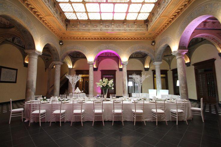 Tavolo imperiale e atmosfera da sogno!  Sala del Colonnato - Palazzo della Meridiana