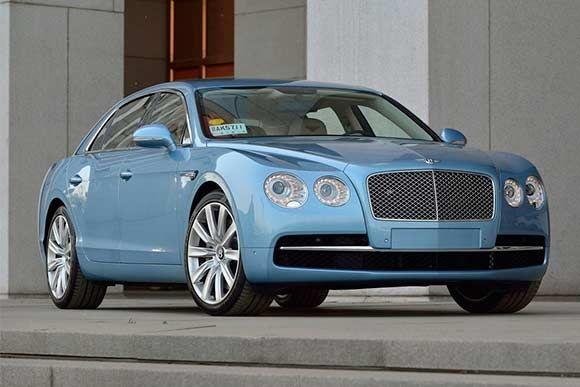 Ficha técnica completa do Bentley Flying Spur com motor W12 biturbo de 625 cv de potência. Leia mais...