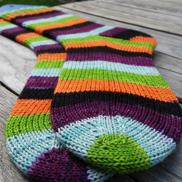 Knitting Pattern For Plain Socks : 208 best images about Knit-Wit: Socks on Pinterest Yarns ...