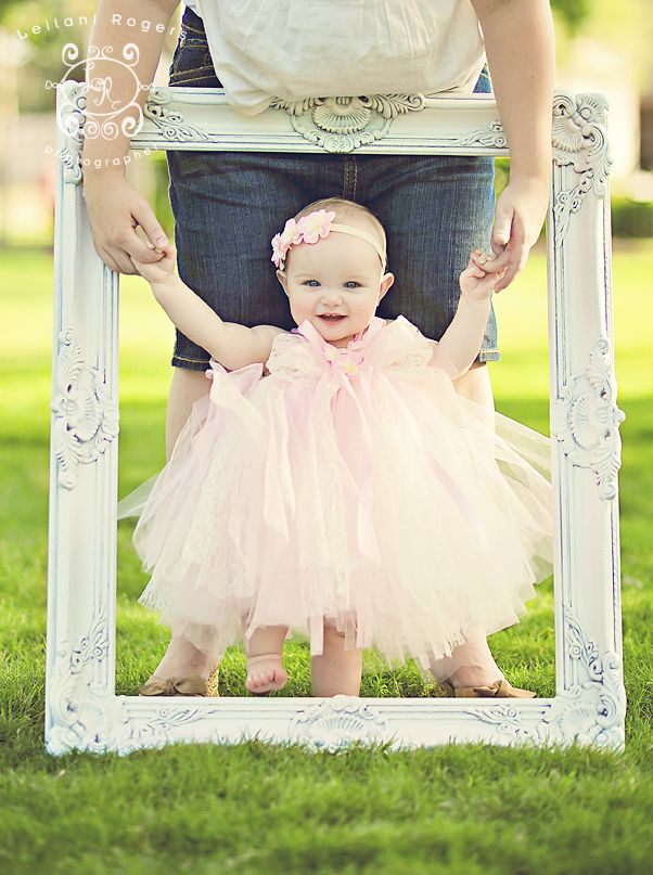 1st birthday picture: I will do this if babies come and she will surely have this dress! Must Make for E in coral!