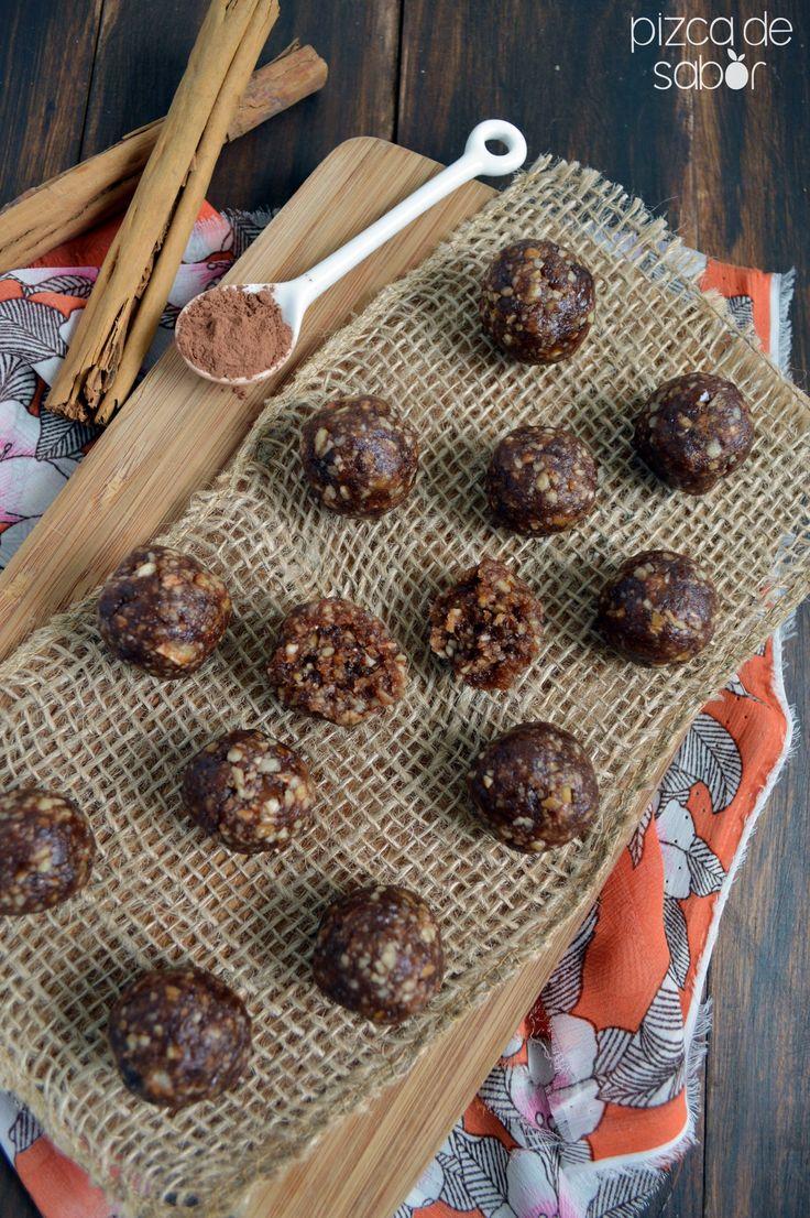 Bolitas de dátil, nuez y chocolate, perfectas para regalar en esta Navidad (sin prender horno o estufa) www.pizcadesabor.com