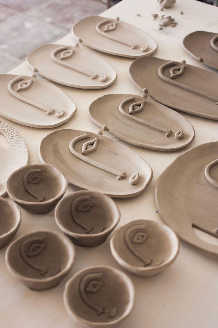 Deko Dekohaul Dekoideenfurwohnzimmerwohnzimmerfarbideen Dekoschwarzweisswohnzimmer Dekowohnzimmer Dek Ceramics Projects Ceramic Wall Art Clay Art Projects