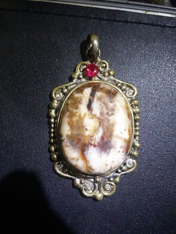 Natural Pictorial Agate image of a Lady