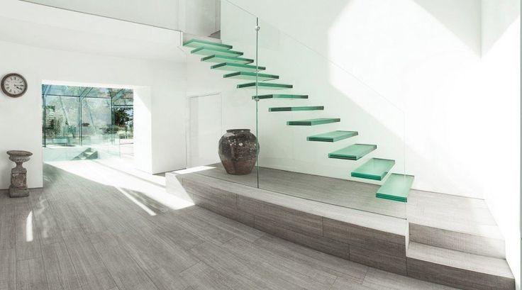 La scala in casa: un elemento di stile nella casa ideale.Crealacasa ti aiuterà a capire quale sia la tipologia di scala più adatta alla vostra casa ideale.
