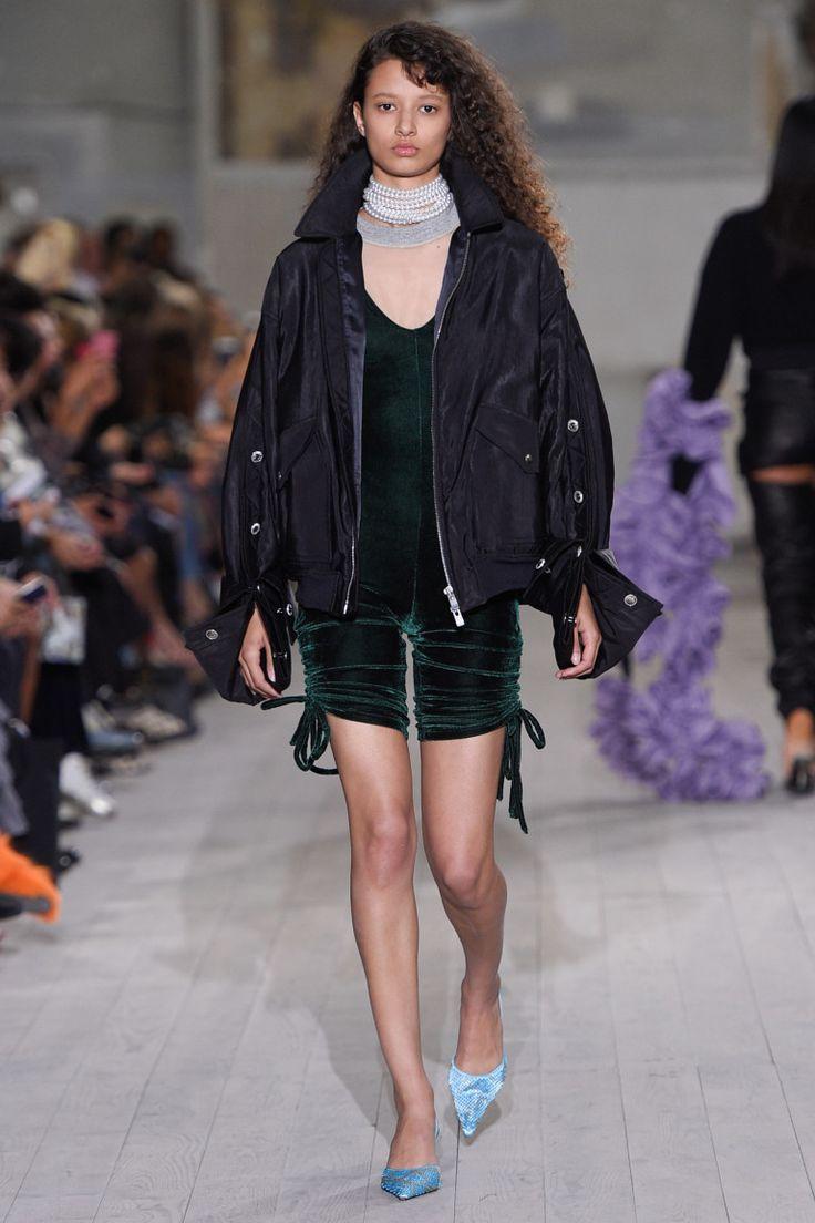 Модные тенденции сезона весна-лето 2017: сборки и кулиски в коллекциях дизайнеров | Vogue | Мода | Тенденции | VOGUE
