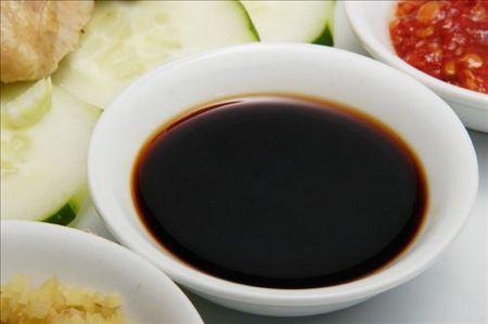 """Per preparare la salsa all'aceto di riso occorrono 10 cucchiai di aceto di riso, 6 cucchiai di salsa di soia, e 5 g di fiocchi di bonito essiccato. Mettete in un pentolino la salsa di soia e l'aceto di riso e fatelo scaldare senza farlo bollire quindi aggiungete i fiocchi... <a href=""""http://www.hosomaki.it/salsa-allaceto-di-riso-e-fiocchi-di-bonito/"""">Read More →</a>"""